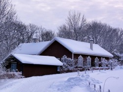 どのくらいの積雪で、屋根の雪下ろしは必要か?