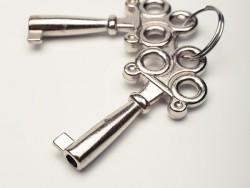 鍵穴に鍵が引っかかって、まわりにくいときの対処法