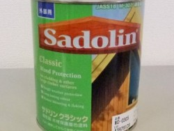 茶系木製玄関ドアのお手入れに便利なチークオイル