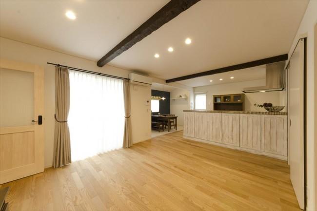 床、壁、天井など部屋に占める面積が最も大きいのがベースカラー
