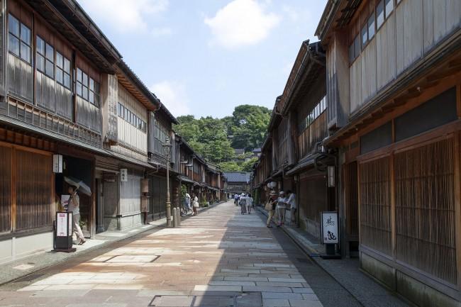 1599px-Higashi_chaya_gai002