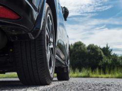 車のタイヤ交換の時期(寿命)の目安とサイン