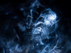 煙草を吸っている人は25年で20%減。吸わない理由は?