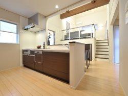 キッチンカウンターの種類と造作した使い方