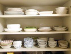 使いやすく、見た目きれいな食器棚にするには